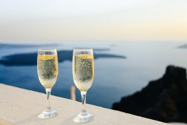 Champagne on the Rocks: Learn All About This New Trend